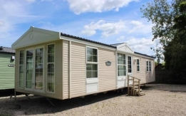 Stunning pre-loved holiday home for sale - Superb layout!